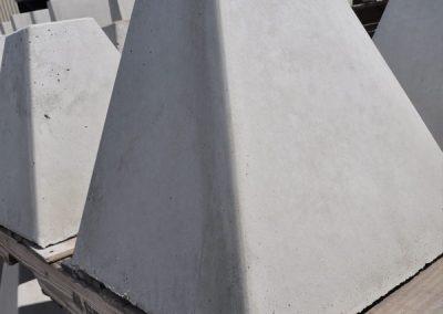 Base de signalisation pyramidale