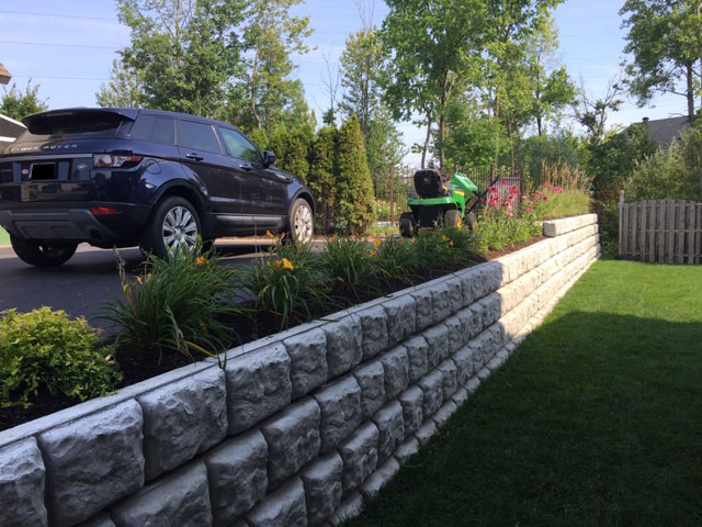 Voici nos blocs de b ton d coratifs b ton sur mesure for Mur en beton decoratif
